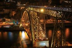 Opinião de Nigth dos DOM LuÃs que eu construo uma ponte sobre, Porto, Portugal Fotografia de Stock Royalty Free