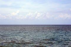 Opinião de oceano nebulosa Imagens de Stock
