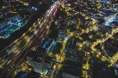 Opinião de olho de pássaros de 5 de um estado a outro em Seattle na noite Imagem de Stock Royalty Free