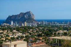 A opinião de Panoramiv de Calpe e Calpe balançam, Ifach, Costa Blanca, Espanha Imagens de Stock