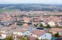 Opinião de partes superiores do telhado da vizinhança fotografia de stock