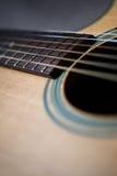 Fim-acima do pescoço da guitarra acústica Fotografia de Stock Royalty Free