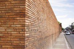 Opinião de perspectiva de uma parede de tijolo vermelho Imagens de Stock Royalty Free