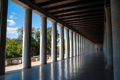 Opinião de perspectiva do stoa de Attalus em Atenas Grécia Imagem de Stock