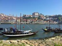Opinião de Porto Portugal do rio de Duoro do lado de Gaia imagem de stock