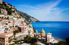 Opinião de Positano na costa de Amalfi, Itália Fotografia de Stock