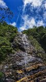 Opinião de queda da cachoeira na noite imagens de stock royalty free