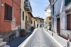 Opinião de rua principal de Rocca di Papá - Roma - Itália imagem de stock royalty free