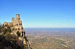 Opinião de São Marino no castelo fotos de stock royalty free