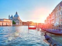 Opinião de Santa Maria della Salute de Grand Canal e da basílica imagens de stock