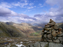 A opinião de Seathwaite do monte de pedras de Wainwright em Seathwaite caiu Foto de Stock Royalty Free