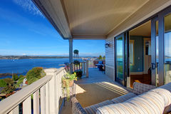 Opinião de som de Puget da plataforma do abandono da casa, Tacoma, WA imagem de stock royalty free