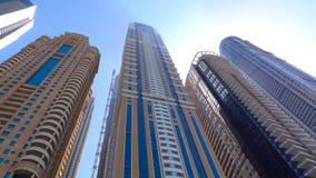 Opinião de surpresa em arranha-céus do porto de Dubai, Dubai do telhado, Emiratos Árabes Unidos 2018 fotografia de stock