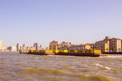 Opinião de Tamisa do rio imagens de stock royalty free