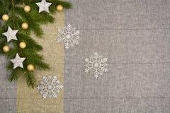 Opinião de tampo da mesa do Natal Fundo de linho da textura da toalha de mesa imagem de stock royalty free