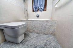 Opinião de Toilette com cuba imagens de stock royalty free