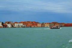 A opinião de Veneza, mar de Itália, céu claro, vive no sonho Imagem de Stock