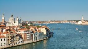 A opinião de Veneza, a praça San Marco e o palácio dos doges em Veneza, Itália, Europa fotografia de stock