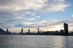 a opinião de Victoria Harbor na balsa HK Imagens de Stock