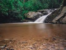 Opinião despercebida da natureza da cachoeira de Tailândia da paisagem imagem de stock royalty free