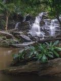 Opinião despercebida da natureza da cachoeira de Tailândia da paisagem fotos de stock royalty free