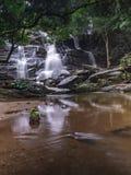 Opinião despercebida da natureza da cachoeira de Tailândia da paisagem imagens de stock royalty free