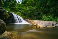 A opinião despercebida em Tailândia, nome da natureza da cachoeira é cachoeira Chiangmai Tailândia do monthatran foto de stock royalty free