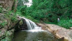 A opinião despercebida em Tailândia, nome da natureza da cachoeira é cachoeira Chiangmai Tailândia do monthatran fotografia de stock