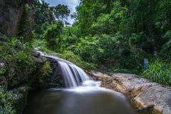 A opinião despercebida em Tailândia, nome da natureza da cachoeira é cachoeira Chiangmai Tailândia do monthatran imagens de stock royalty free