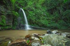 A opinião despercebida em Tailândia, nome da natureza da cachoeira é cachoeira Chiangmai Tailândia do monthatran fotografia de stock royalty free