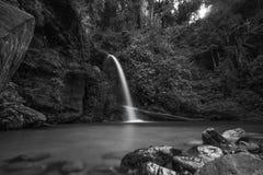 A opinião despercebida em Tailândia, nome da natureza da cachoeira é cachoeira Chiangmai Tailândia do monthatran imagem de stock