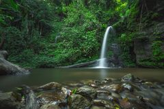 A opinião despercebida em Tailândia, nome da natureza da cachoeira é cachoeira Chiangmai Tailândia do monthatran fotos de stock royalty free
