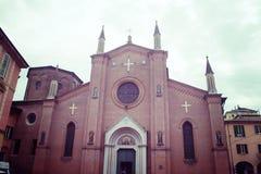 Opinião dianteira da igreja de San Martino na Bolonha imagens de stock
