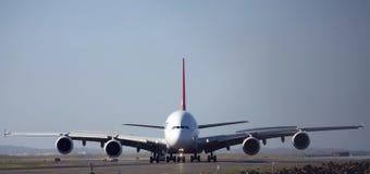 Opinião dianteira de Airbus A380 na pista de decolagem Fotografia de Stock Royalty Free