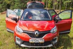 Opinião dianteira de Renault Kaptur fotografia de stock