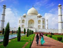 Opinião dianteira de Taj Mahal fotografia de stock