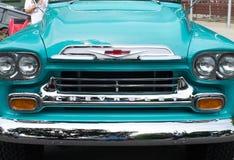 Opinião dianteira do caminhão clássico do vintage imagens de stock royalty free