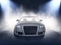 Opinião dianteira do carro de prata na névoa Imagem de Stock