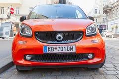 Opinião dianteira do carro esperto vermelho brilhante de Fortwo W453 Imagem de Stock