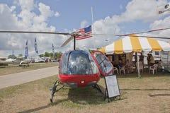 Opinião dianteira do helicóptero vermelho de Enstrom F28F Imagem de Stock Royalty Free