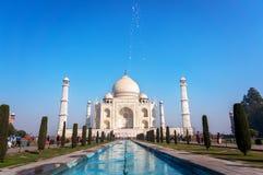 Opinião dianteira mahal de Taj com reflexão foto de stock royalty free
