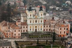 Opinião do Aeral ao monastério do jesuíta e ao seminário, Kremenets, Ucrânia Imagens de Stock Royalty Free