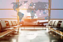 Opinião do avião da sala de estar do aeroporto no terminal de aeroporto imagens de stock royalty free