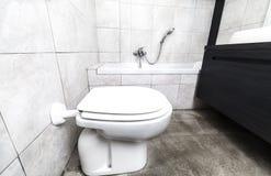 Opinião do banheiro do bidê imagens de stock royalty free