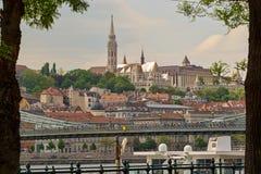 Opinião do bastião do ` s de Matthias Church e dos pescadores, Budapest fotografia de stock