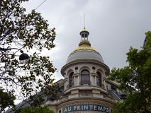 Opinião do céu da abóbada do AU PRINTEMPS - cidade de Paris Imagem de Stock