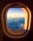 Opinião do céu da janela do avião Fotografia de Stock