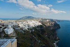 Opinião do Caldera de Immerovigli a Fira do centro na ilha de Santorini Imagem de Stock Royalty Free