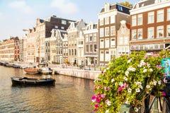 Opinião do canal de Amsterdão fotografia de stock royalty free
