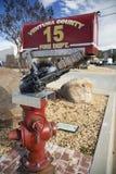 Opinião do carvalho, Califórnia, EUA, o 15 de dezembro, Ventura Count Fire Dept mailbox imagem de stock royalty free